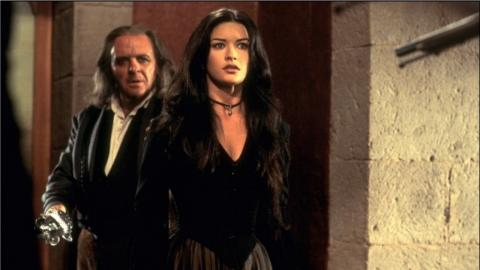 Catherine Zeta-Jones avec Anthony Hopkins dans Le Masque de Zorro (1998)